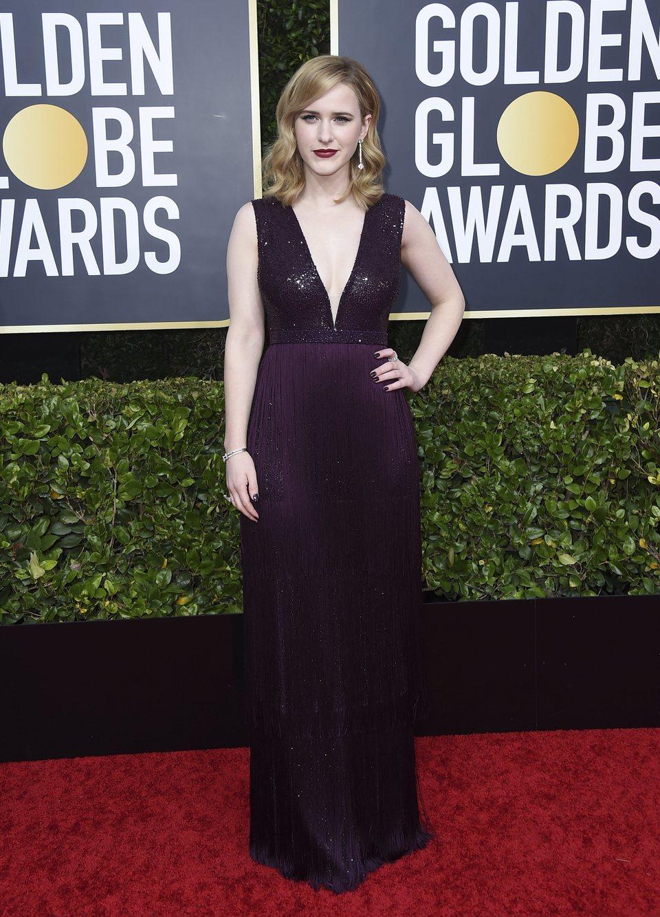 Rachel Brosnahan en la alfombra roja de los Globos de Oro 2020