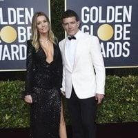 Antonio Banderas y Nicole Kimpel en la alfombra roja de los Globos de Oro 2020