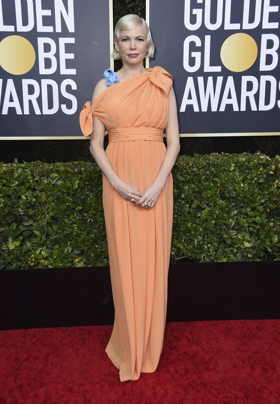 Michelle Williams en la alfombra roja de los Globos de Oro 2020