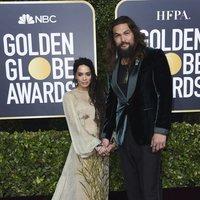 Jason Momoa y Lisa Bonet en la alfombra roja de los Globos de Oro 2020