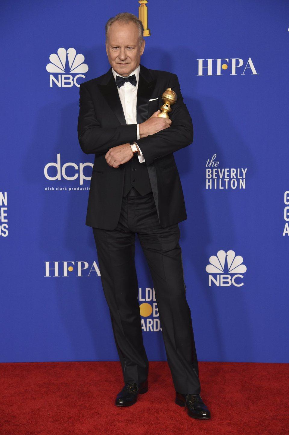 Stellan Skarsgård posa con su Globo de Oro por 'Chernobyl'