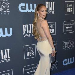 Jennifer Lopez en la alfombra de los Critics' Choice Awards 2020