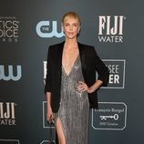 Charlize Theron en la alfombra roja de los Critics' Choice Awards 2020