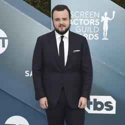 John Bradley en la alfombra roja de los SAG Awards 2020