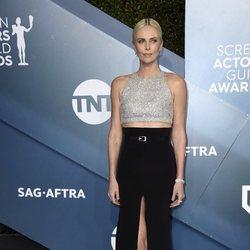 Charlize Theron en la alfombra roja de los SAG Awards 2020