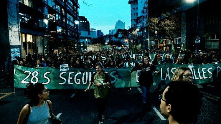 La ola verde (que sea ley), fotograma 10 de 13