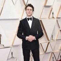 George MacKay en la alfombra roja de los Oscar 2020