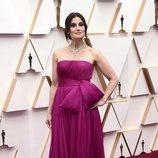 Idina Menzel en la alfombra roja de los Oscar 2020