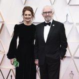 Jonathan Pryce en la alfombra roja de los Oscar 2020