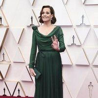 Sigourney Weaver en la alfombra roja de los Oscar 2020