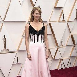 Laura Dern en la alfombra roja de los Oscar 2020