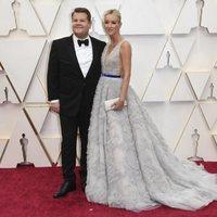 James Corden y Julia Carey en la alfombra roja de los Oscar 2020