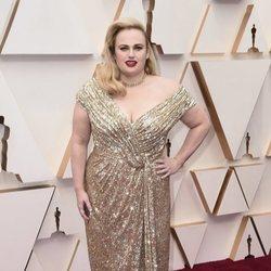 Rebel Wilson en la alfombra roja de los Oscar 2020