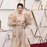 Sandra Oh en la alfombra roja de los Oscar 2020