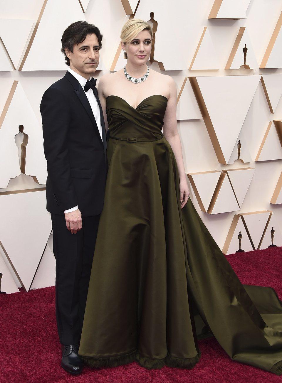 Greta Gerwig y Noah Baumbach en la alfombra roja de los Oscar 2020