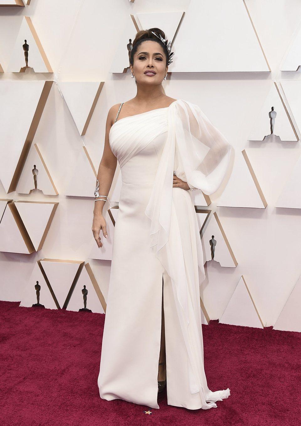 Salma Hayek en la alfombra roja de los Oscar 2020