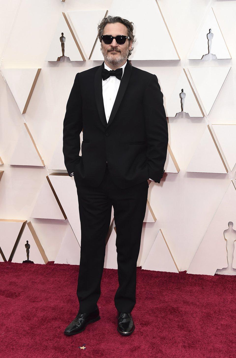 Joaquin Phoenix en la alfombra roja de los Oscar 2020