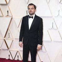 Leonardo DiCaprio en la alfombra roja de los Oscar 2020