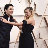 Margot Robbie y Timothée Chalamet en la alfombra roja de los Oscar 2020