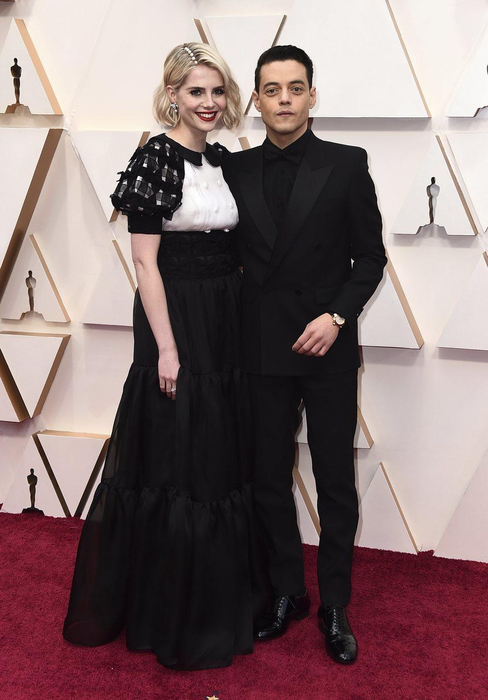 Rami Malek y Lucy Boynton en la alfombra roja de los Oscar 2020