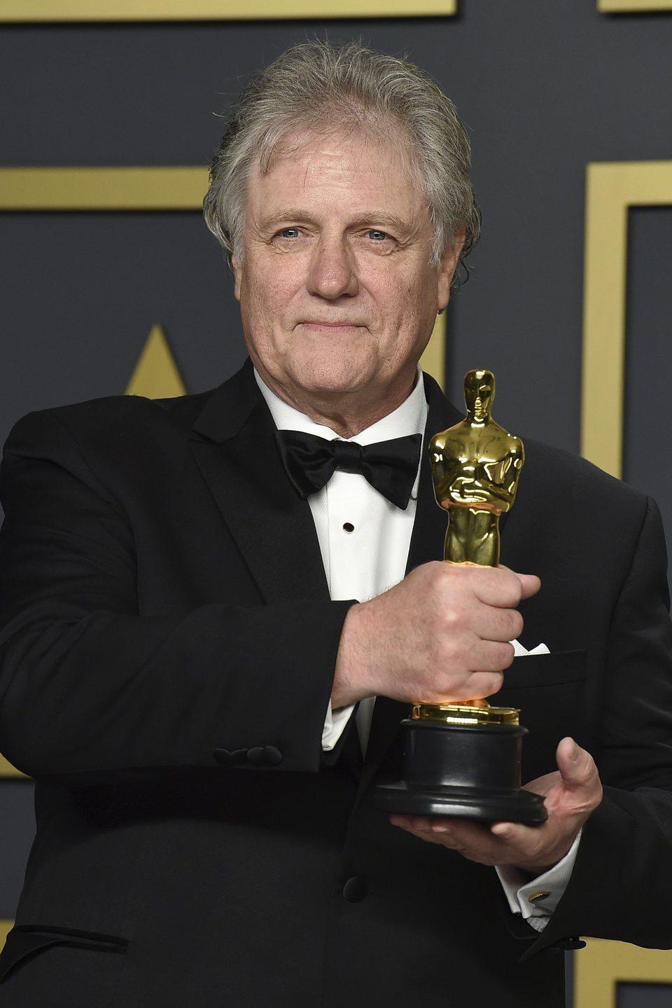 Don Sylvester posa con su Oscar a Mejor Montaje de Sonido por 'Ford v Ferrari'