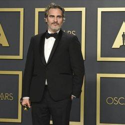 Joaquin Phoenix con su Oscar a Mejor Actor por 'Joker'
