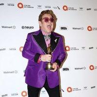 Elton John con su Oscar a Mejor Canción Original por 'Rocketman'