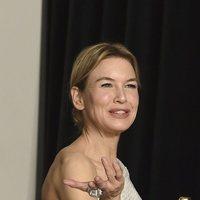 Renée Zellweger con su Oscar a Mejor Actriz por 'Judy'