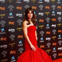 Marta Etura en la alfombra roja de la 35 edición de los Premios Goya