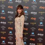 Maggie Civantos en la alfombra roja de la 35 edición de los Premios Goya