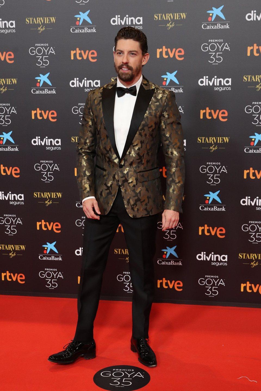 Adrián Lastra en la alfombra roja de la 35 edición de los Premios Goya