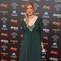 Ana MAría Ruiz en la alfombra roja de la 35 edición de los Premios Goya
