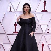 Laura Pausini en la alfombra roja de los Oscar 2021