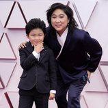 Alan Kim en la alfombra roja de los Oscar 2021