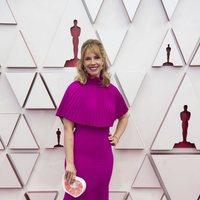 Erica Rivinoja en la alfombra roja de los Oscar 2021