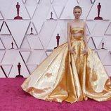 Carey Mulligan en la alfombra roja de los Oscar 2021
