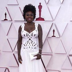 Viola Davis en la alfombra roja de los Oscar 2021