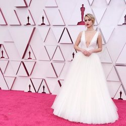 Maria Bakalova en la alfombra roja de los Oscar 2021