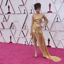 Andra Day en la alfombra roja de los Oscar 2021
