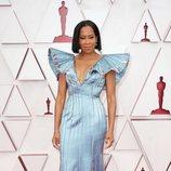 Regina King en la alfombra roja de los Oscar 2021