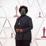 Questlove en la alfombra roja de los Oscar 2021