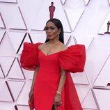 Angela Bassett en la alfombra roja de los Oscar 2021