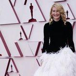 Laura Dern en la alfombra roja de los Oscar 2021
