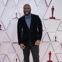 Tyler Perry en la alfombra roja de los Oscar 2021