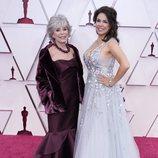 Rita Moreno y Fernanda Luisa Gordon en la alfombra roja de los Oscar 2021