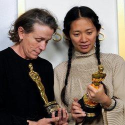 Frances McDormand y Chloé Zhao ganadoras del Oscar 2021 a la Mejor Película por 'Nomadland'