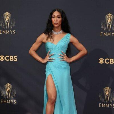 MJ Rodríguez en la alfombra roja de los Emmy 2021