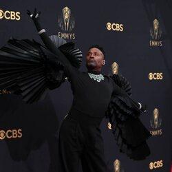 Billy Porter en la alfombra roja de los Emmy 2021