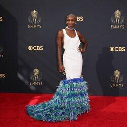 Cynthia Erivo en la alfombra roja de los Emmy 2021