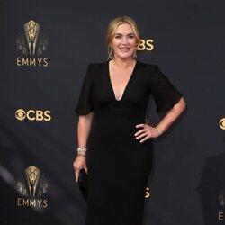 Kate Winslet en la alfombra roja de los Emmy 2021